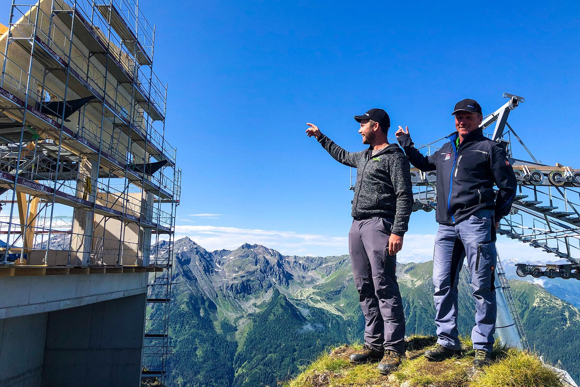 """""""Betriebsleiter unter sich"""" - Georg File und Friedrich Eiter, Baustellenbesichtigung auf 2.500 Metern"""