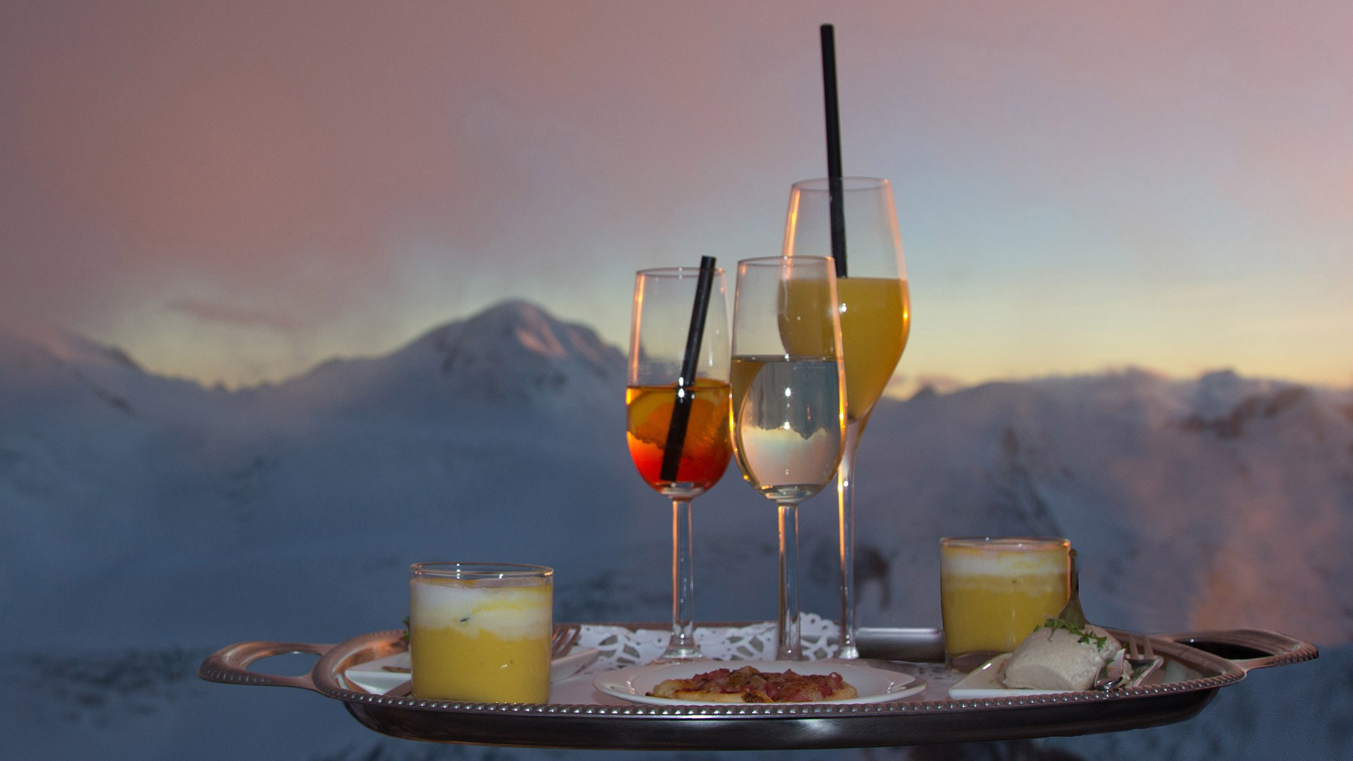Incentive Events at Cafe 3.440 on Pitztal Glacier