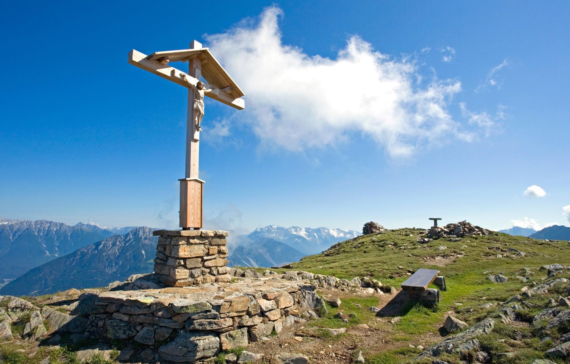 Sechszeiger Gipfelkreuz im Hochzeiger Wandergebiet