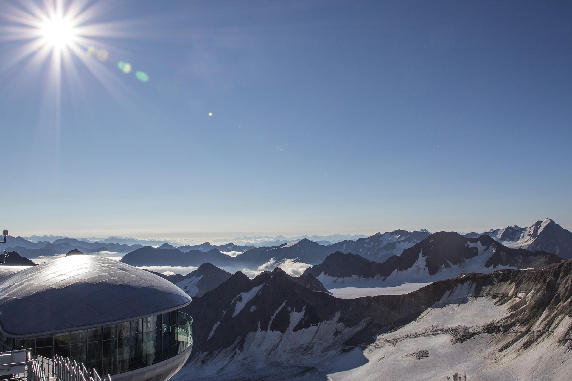 Sonnenaufgang am Dach Tirols