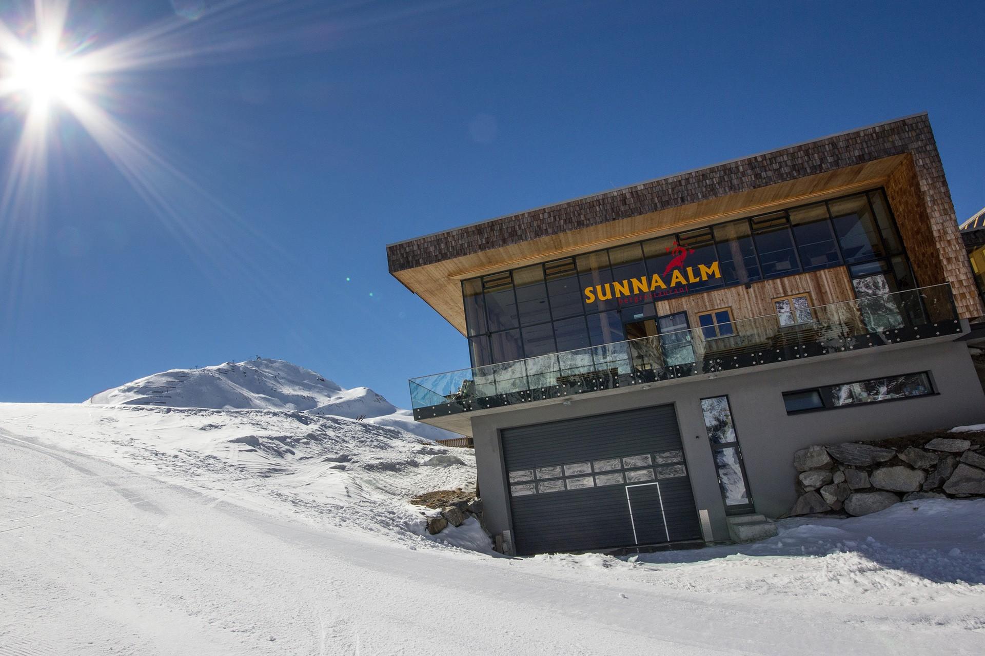 Bergstation Rifflseebahn mit Restaurant Sunna Alm