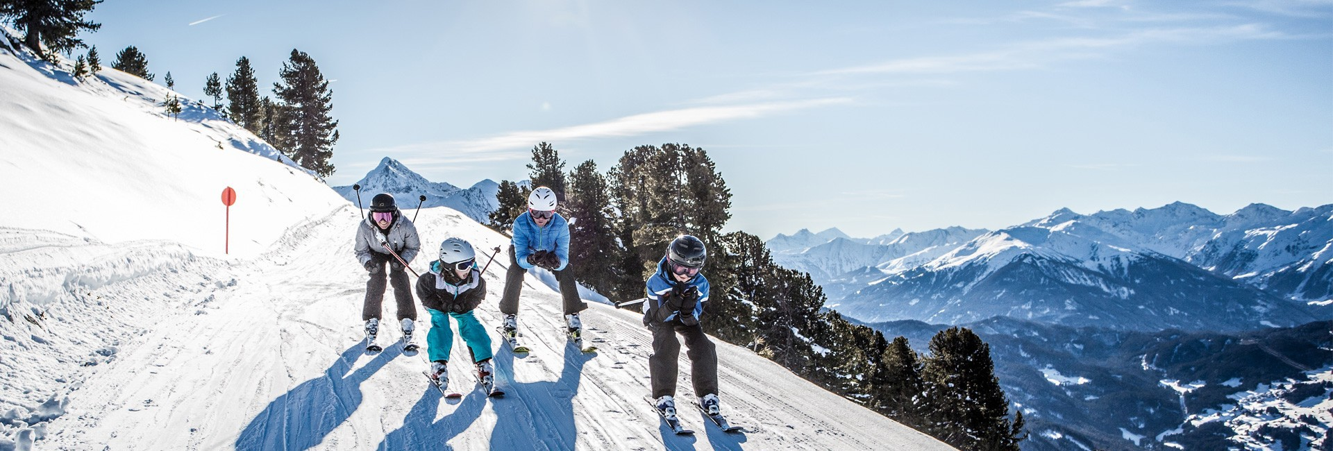 Family skiing in Pitztal at Hochzeiger