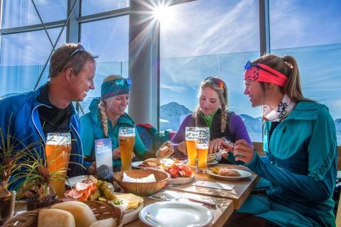 Stärkung nach der Skitour am Pitztaler Gletscher