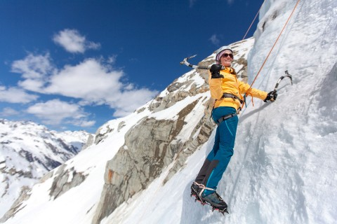 Ice climbing for newcomers & advanced climbers in Pitztal