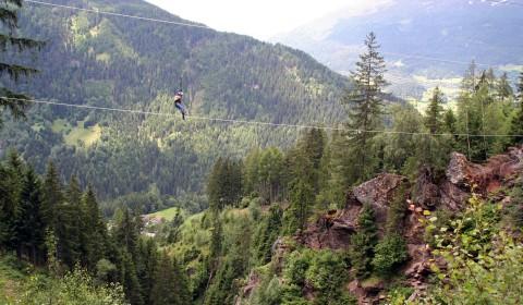 Der Flying Eagle - ca. 160 m lang geht es 50 m hoch über eine Schlucht