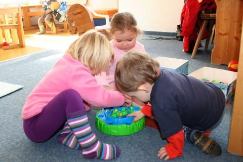 Kleinkinder in Pitzis Kindergarten im Pitztal