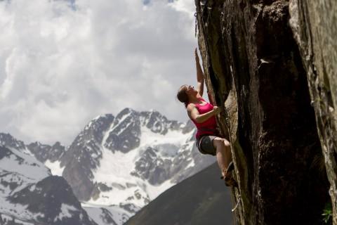 Für erfahrene Kletterer eignet sich im Pitztal der Klettergarten Hexenkessel