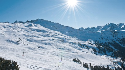 Sun-kissed slopes at Hochzeiger for the whole family