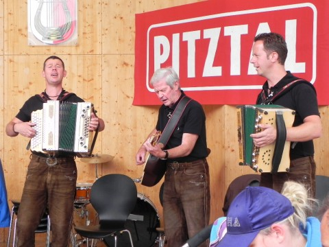 Live-music at day of local delicacies in Pitztal