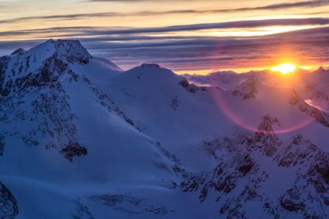 Aperitif bei Sonnenuntergang Café 3.440 am Pitztaler Gletscher