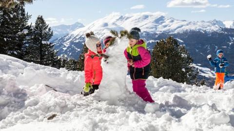 snowman building Hochzeiger Pitztal