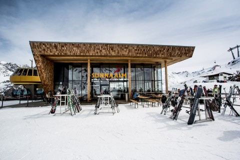Restaurant Sunna Alm at Rifflsee in Winter
