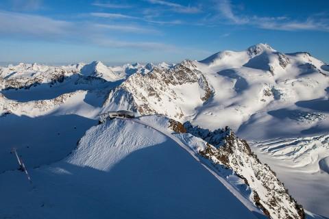 Panorama Wildspitzbahn mit Wildspitze am Pitztaler Gletscher