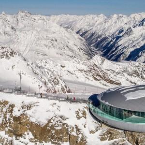 Café 3.440 am Pitztaler Gletscher - Blick ins Pitztal