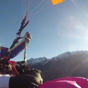 Die Alpen beim Paragliden im Pitztal von oben erleben