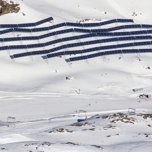 Photovoltaik-Kraftwerk am Pitztaler Gletscher im Winter