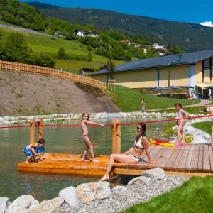 Pitz Park: Sitzfelsen rund um den Naturbadeteich
