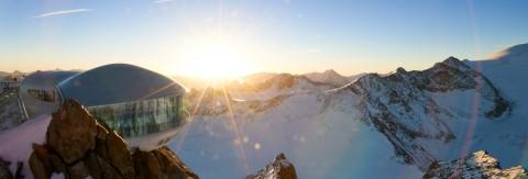 Café 3.440 am Pitztaler Gletscher bei Sonnenaufgang
