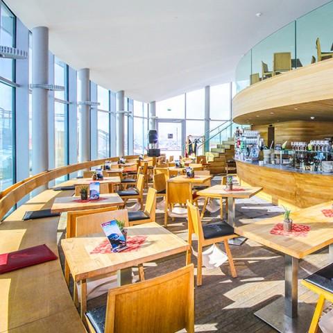 Tisch mit Aussicht - Café 3.440 am Pitztaler Gletscher