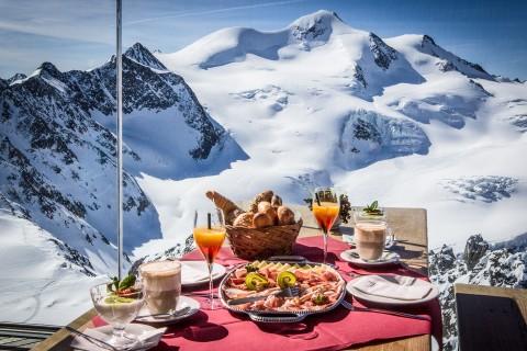 Tirols höchstes Frühstück im Café 3.440 am Pitztaler Gletscher